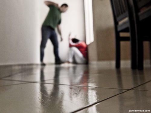 violencia-domestica-foto-cancaonova-600x450