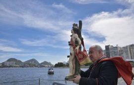 Dom Orani com a imagem de São Sebastião, na Baía de Guanabara_Arq Rio