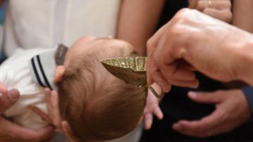 web3-christening-baptism-church-baby-water-dsc_1167-marko-vombergar-aleteia