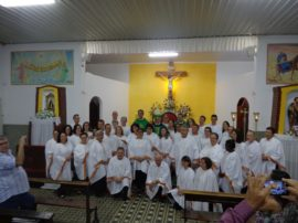 DOM LUIZ CELEBRA INVESTIDURA DE MINISTROS NA PARÓQUIA NOSSA SENHORA DA CONCEIÇÃO APARECIDA