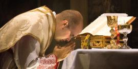 web3-priest-lavabo-mass-eucharist-shutterstock.jpg w=1200